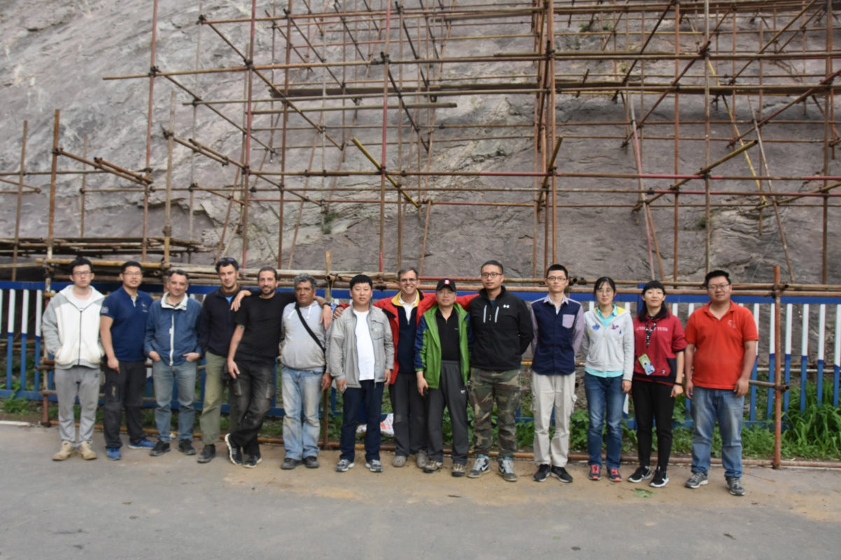 During the project, an in situ visit took place by a team of scientific and technical personnel and work was carried out on the protection, conservation and enhancement of dinosaur footprints.
