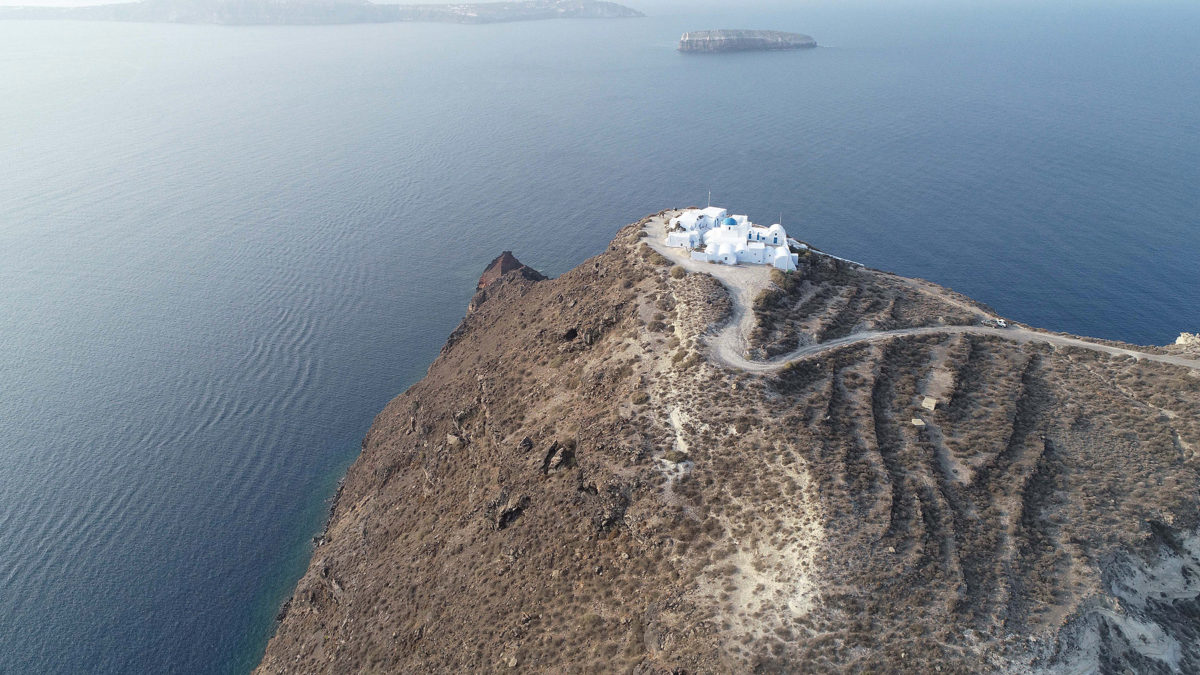 •View of the hill of the Koimisis on the south end of Therasia (photo: Ephorate of Antiquities of the Cyclades).