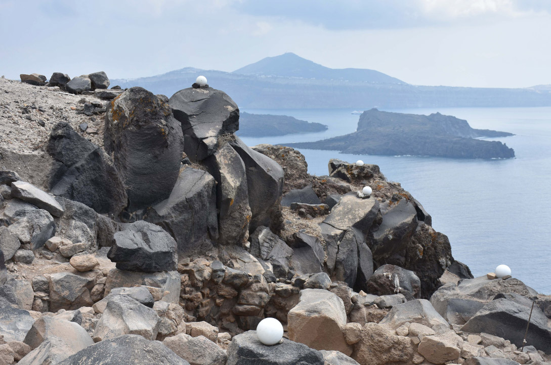 •Early Bronze Age constructions in recesses of the volcanic rocks (photo: Ephorate of Antiquities of the Cyclades).