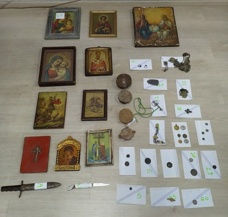 Part of the artefacts confiscated by the Security Subdivision of Ioannina (photo: Hellenic Police).