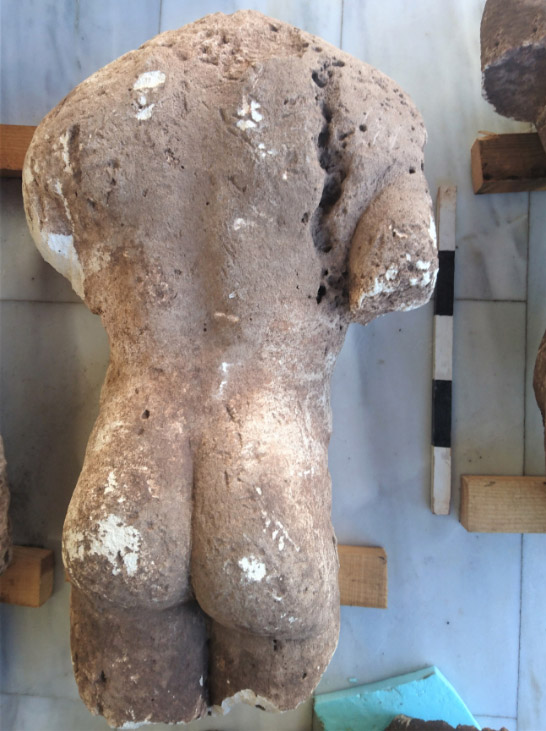 Torso of archaic nude male statue of the kouros type (photo: Ephorate of Antiquities of Phthiotis and Eurytania).