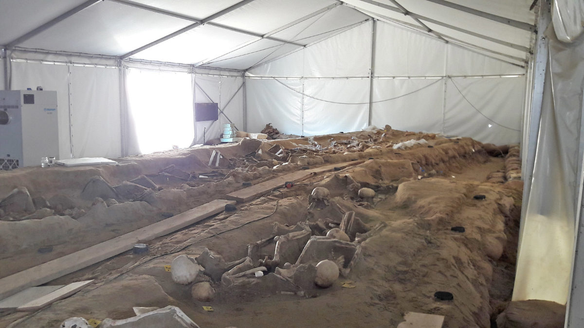 View of the mass burial site discovered in the Stavros Niarchos Foundation Cultural Centre photo: MOCAS)