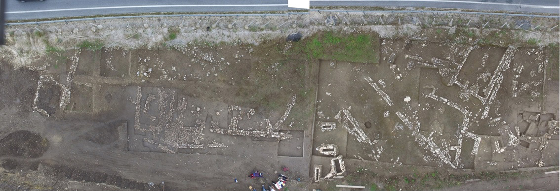 """Overall view of excavation at the """"Asvestaria"""" site in Petroto, Trikala (photo: Ministry of Culture)."""