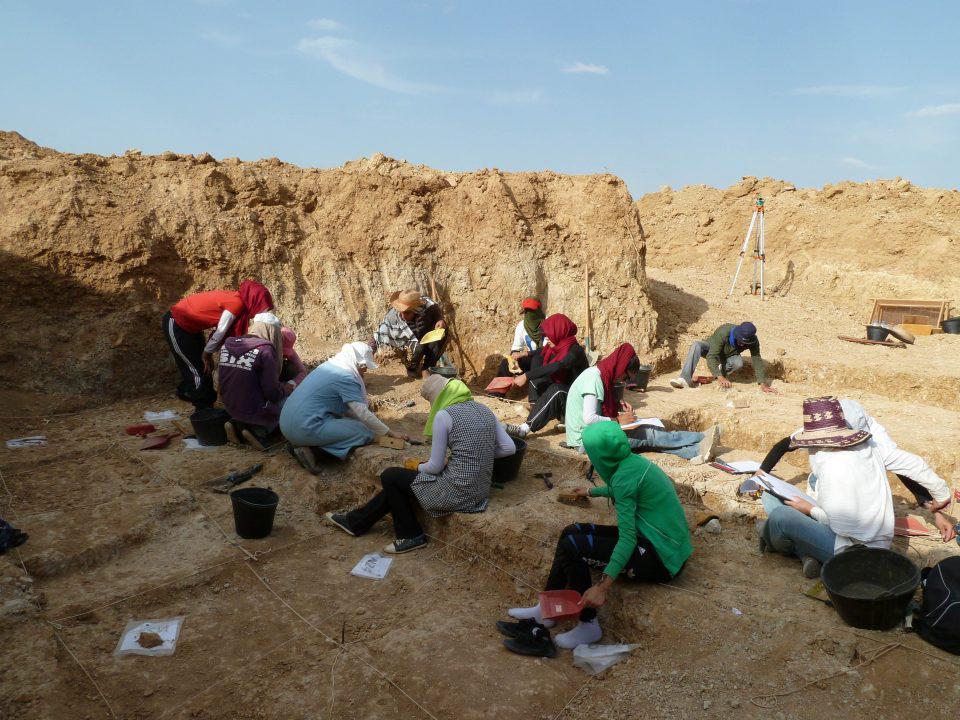 Members of Ain Hanech team excavating at Ain Boucherit/Sahnouni et al. Credit CENIEH