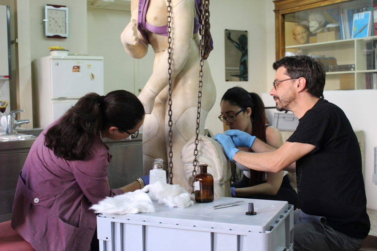 The statue of Aphrodite while being conserved in the Sculpture Conservation Workshop of the National Archaeological Museum (© National Archaeological Museum/Fund of Archaeological Proceeds)