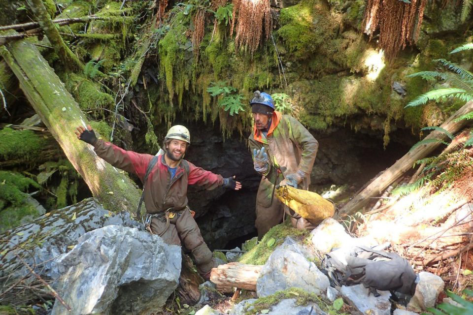 Felix Ossigi-Bonanno and Craig Wagnell at the entrance of the Kiku Pot cave after their successful discovery (Vancouver Island, British Columbia, Canada). Credit : Felix Ossig-Bonanno
