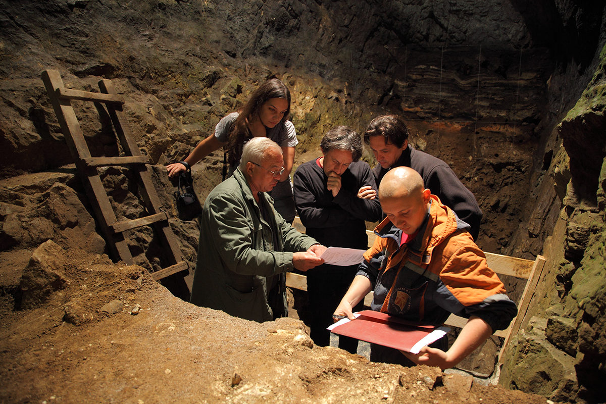 Researchers in the East Chamber, Denisova cave, with (left to right) Michael Shunkov, Katerina Douka, Tom Higham, Maxim Kozlinkin (back to camera) 