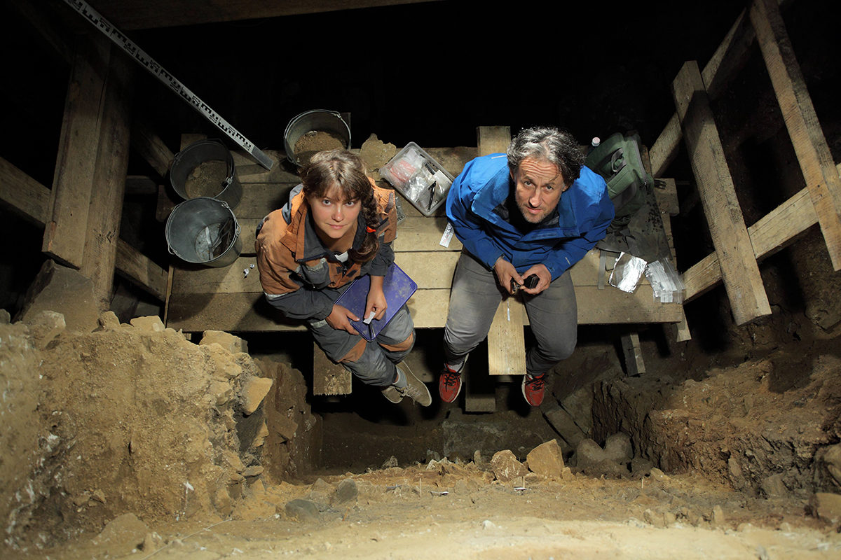 Natalia Belousova (Russian Academy of Sciences) and Tom Higham taking samples from the Main Chamber at Denisova Cave (photo courtesy and copyright Sergey Zelinski, Russian Academy of Sciences).