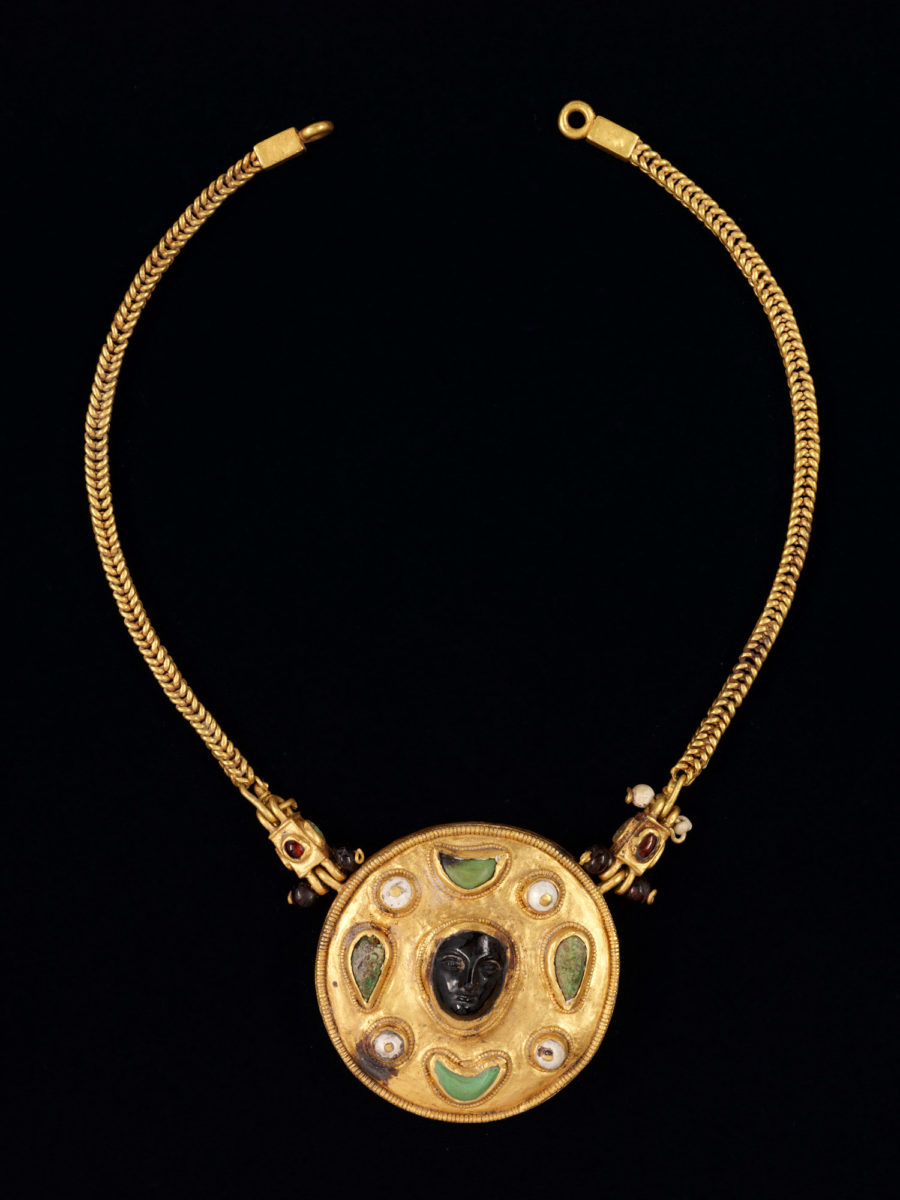 Necklace with cameo. Thaj, Tell al-Zayer. 1st century AD. Gold, pearls, turquoise, and ruby. National Museum, Riyadh.