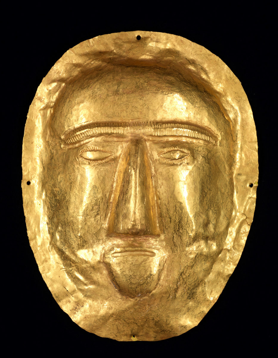 Funerary mask. Thaj, Tell al-Zayer. 1st century AD. Gold. National Museum, Riyadh.