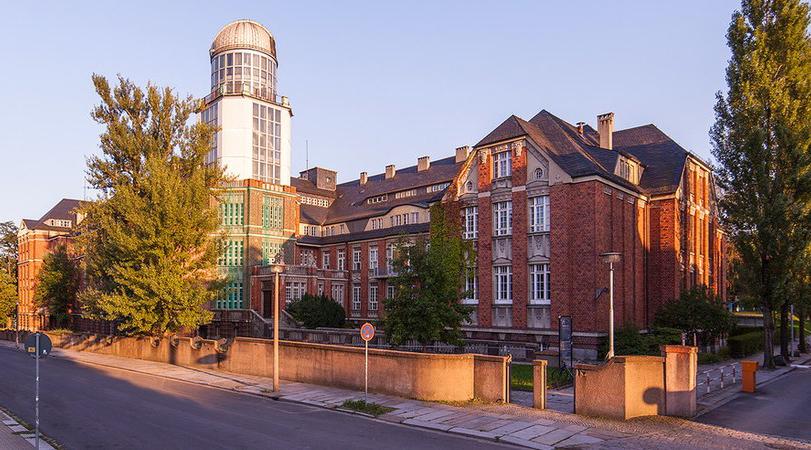 Technische Universität Dresden.