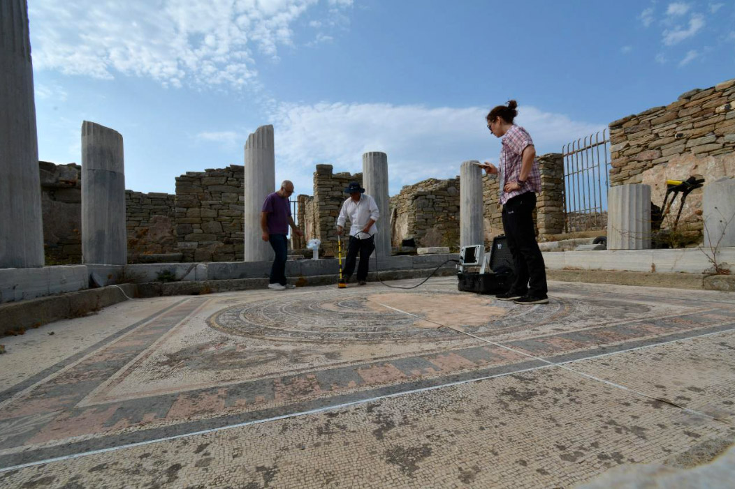 Survey with georadar as part of the study for the conservation of mosaics (photo: Ministry of Culture and Sports).