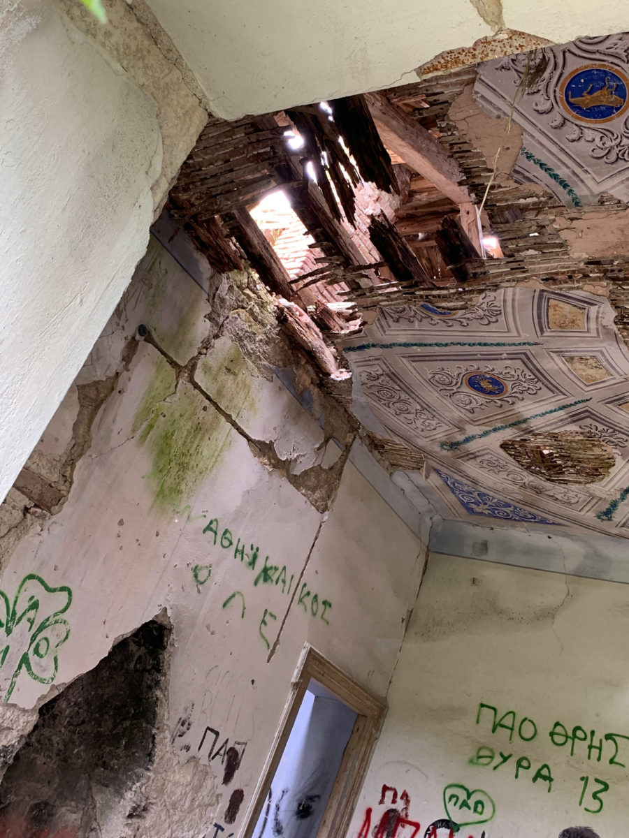All the rooms had intricate fireplaces and a variety of ceiling paintings (photo: AMNA).