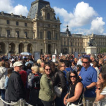 Louvre reopens after workers' strike against large numbers of visitors