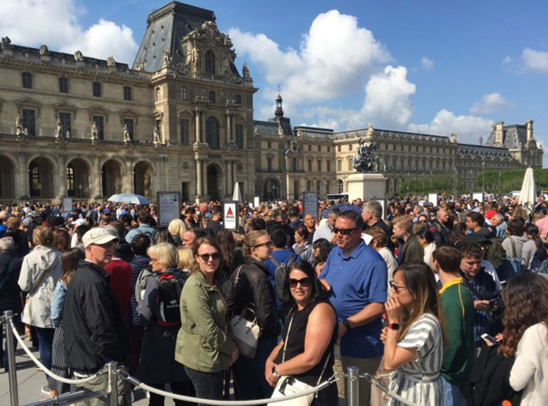Tourists queuing outside the Louvre on Wednesday. Photo Credit: The Local.
