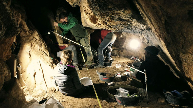 Preliminary exploration and excavation of the Cova de l'Home Mort in 2017. Credit: ACN