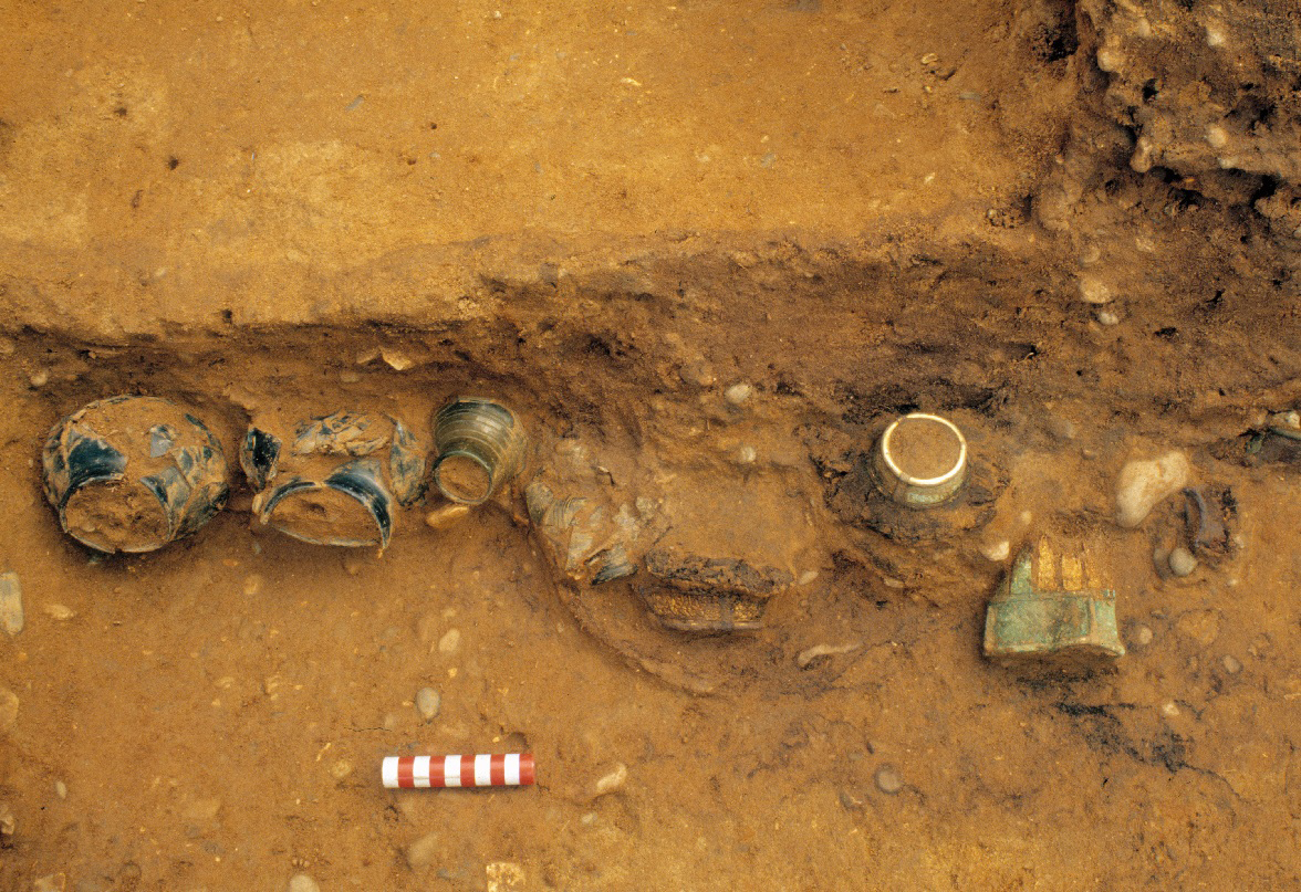 Drinking vessels in situ within the burial chamber Credit : MOLA