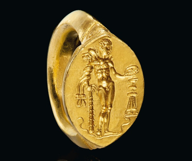 Greek gold finger ring with Herakles, Classical Period, circa Late 5th/Early 4th cent. BC. Credit: © 2019 Christie's Image Ltd.