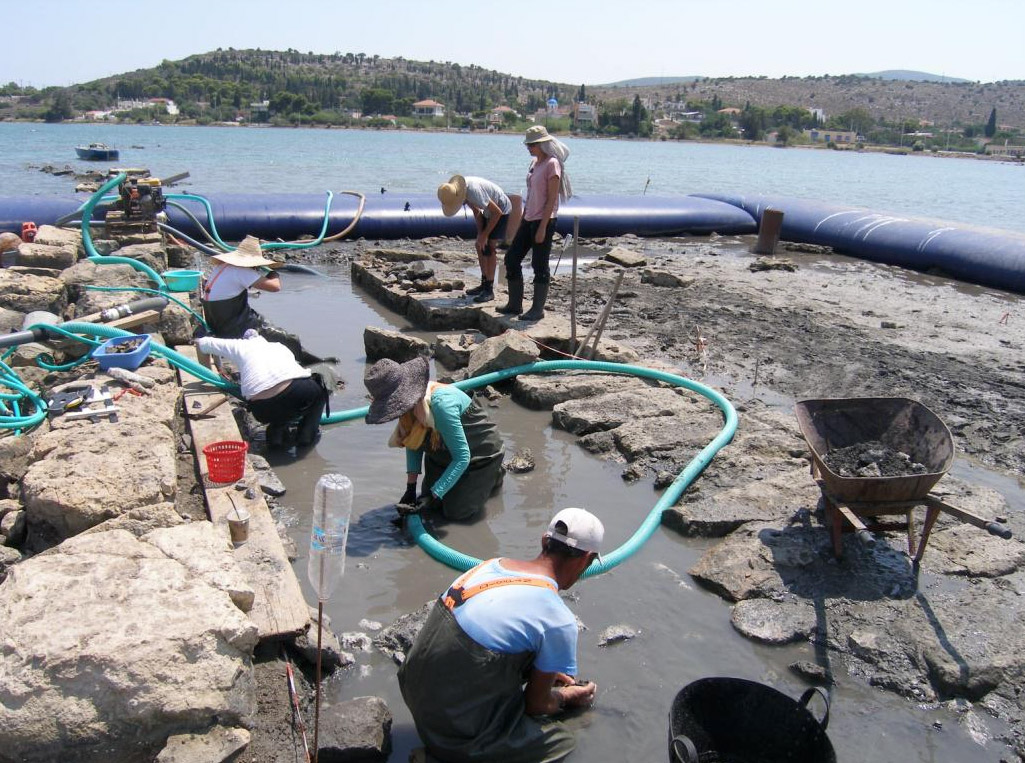 Salamis, Ampelakia Bay.Photo of investigation work on the ancient public building © Y. Lolos.