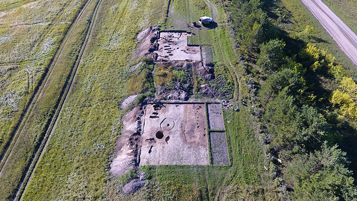 Although over 30 graves have been unearthed at the site only these two include such extraordinary findings. Photo Credit: Institute of Archeology and Ethnography / The Siberian Times.