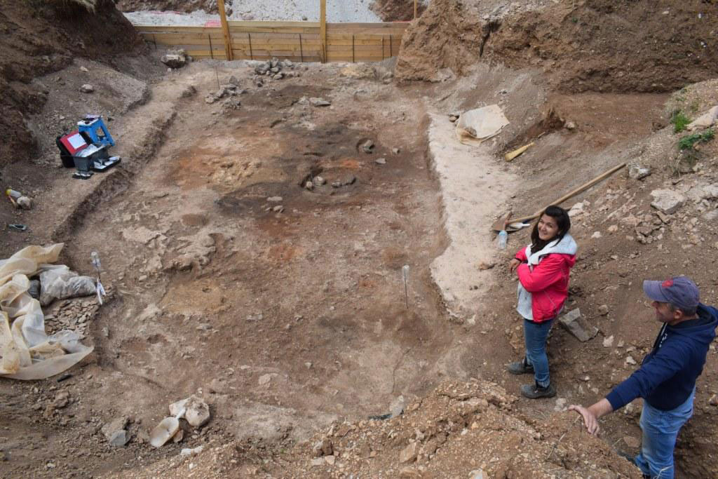 The archaeological finds came to light during rescue excavations begun in 2018 by archaeologists during construction work on the wind park of East and West Askio (photo: AMNA).