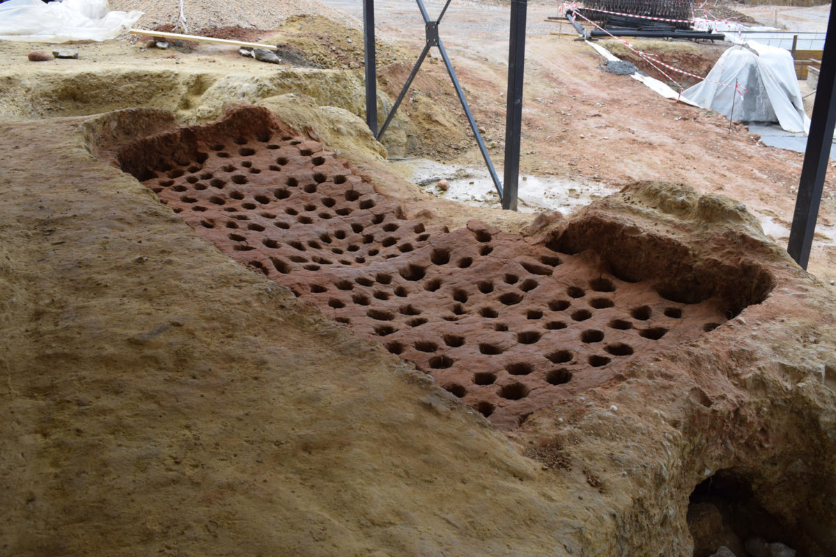 "According to head of the Kozani Antiquities Ephorate Areti Hondrogianni, ""one of the two kilns is very well preserved, with an area of 10 sq.m., a rack with about 200 openings and supported on 10 arched columns″ (photo AMNA)."