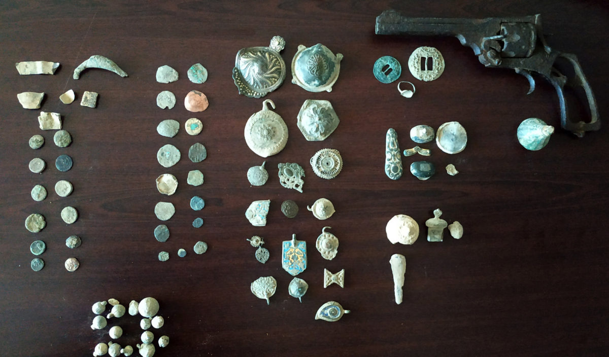 Antiquities located in an area of Northern Greece and confiscated (photo: Hellenic Police)