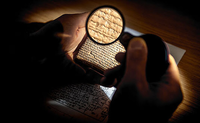 Enrique Jiménez makes use of artificial intelligence to fill in the many tantalizing gaps in the surviving texts written on clay tablets by scribes in early urban societies 3000 years ago. Credit: Ludwig Maximilian University of Munich