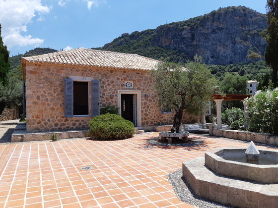 The property is located in the Kalamitsi area of Messinia, very close to Kardamyli.