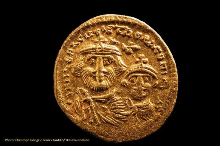 Gold coin. Christoph Gerigk/Frank Goddio/Hilti Foundation