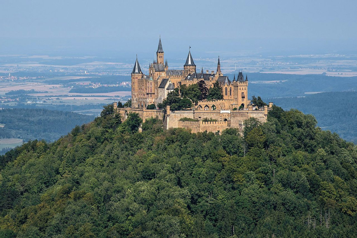 The Hohenzollern Castle (photo: Wikipedia).