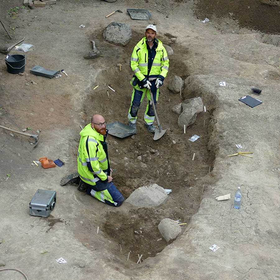 Osteologist Ola Magnell and archaeologist Anton Seiler are excavating the boat grave. Photo Credit: The Archaeologists.