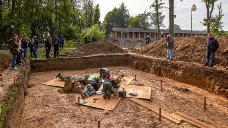 Archaeologists at a site of Gudin's supposed burial place in Smolensk, Russia The one-legged skeleton is said to belong to a man who died aged 40-45. Photo Credit: Getty Images/BBC.
