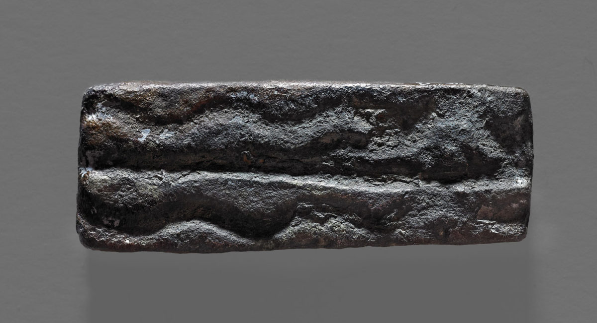 Rectangular bronze weight (around 4.8 cm long; 29.8 g) from Salcombe, Devon, England. Photo Credit: British Museum/University of Göttingen.