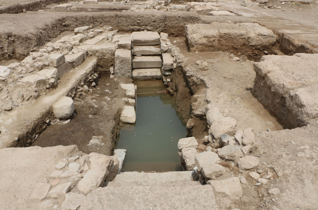 Subterranean fountain of the Roman era, made up of materials from earlier monuments, such as inscribed bases of Hellenistic statues (photo: Ministry of Culture and Sports)