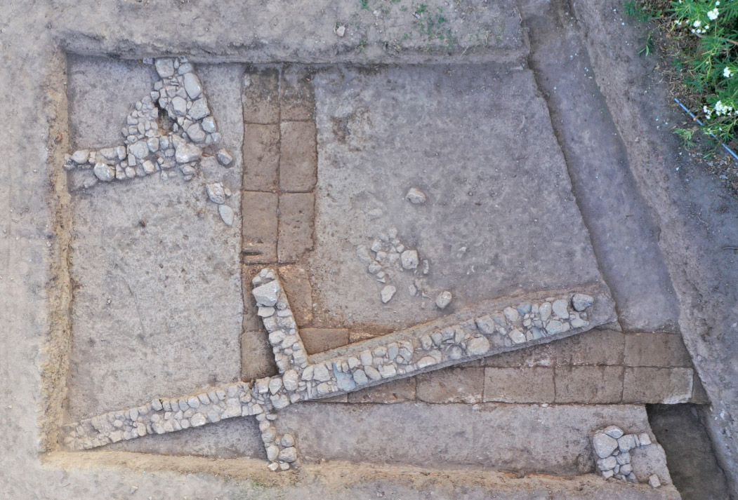 The foundations of the south wing of the Hellenistic arcade/stoa (photo: Ministry of Culture and Sports)