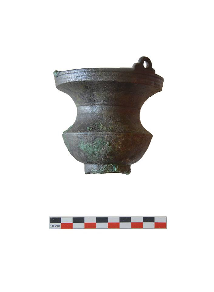 Bronze collared jar in the conservation process (photo: MOCAS).