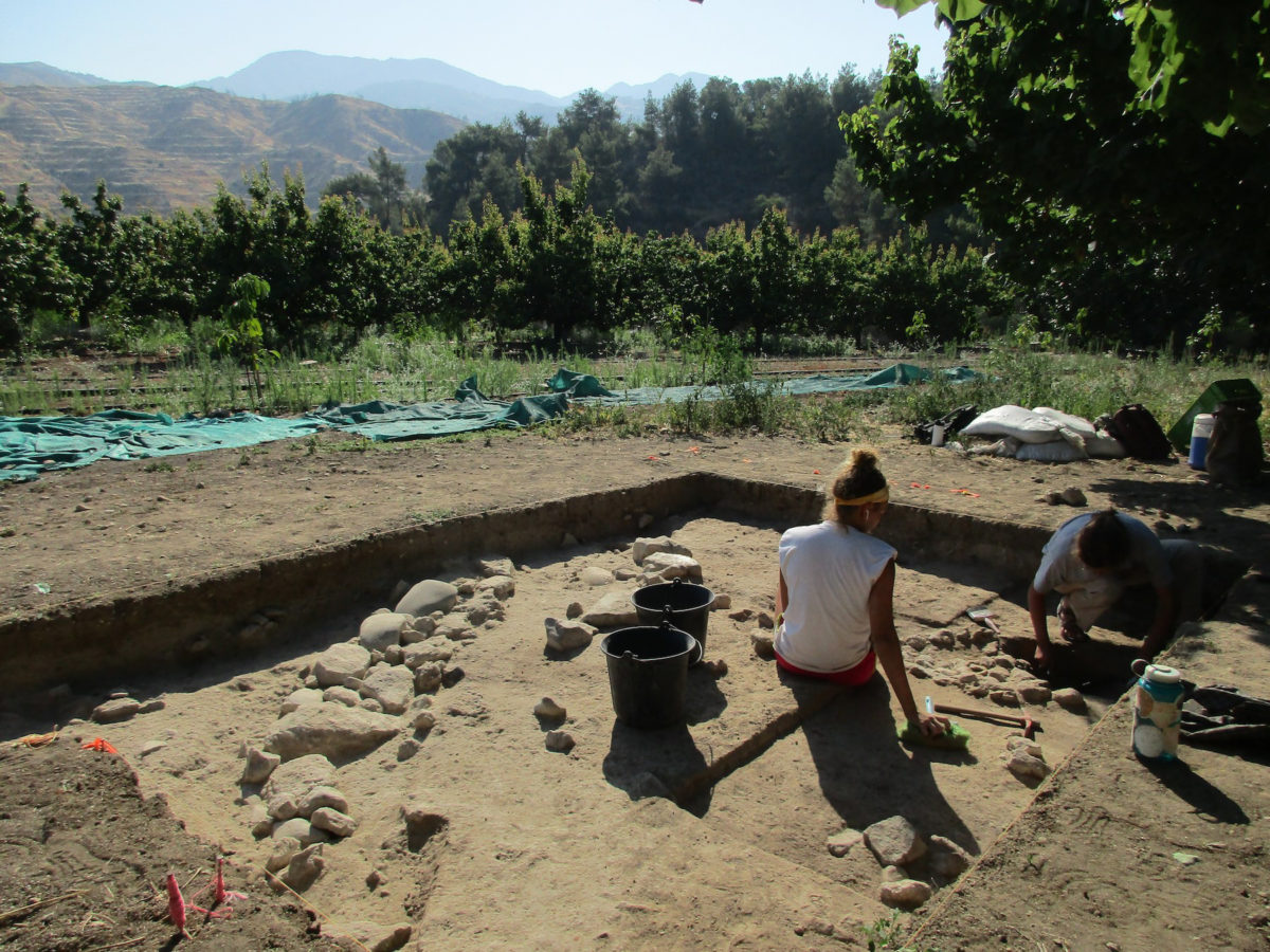 Students from North Carolina State University (USA) excavate a prehistoric fire installation at the site of Makounta-Voules. Photo: Department of Antiquities of Cyprus