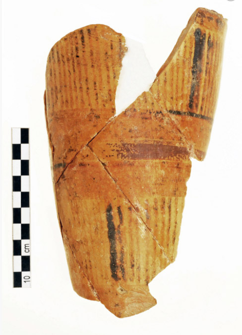 Fig. 14. It was extremely exciting to discover an area outside the north facade of the Main Building and attached to it, which yielded hundreds of vessels with rhyta (conical ritual vessels) among them and which may have been a place for storing sacred objects (photo: Ministry of Culture).