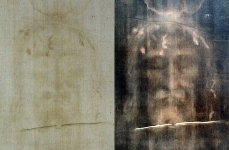 Holy Shroud: Modern photograph of the face on the left, digitally processed image on the right (photo: Wikipedia).