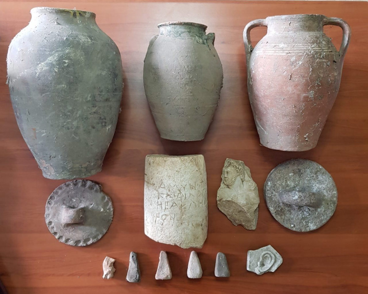 Artefacts of particular archaeological and scientific value in the illegal possession of a 77-year-old at Grevena (photo: Hellenic Police)