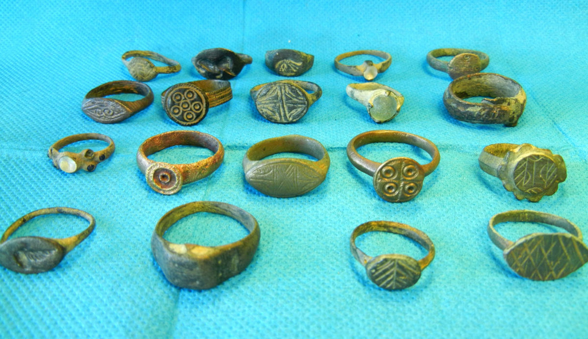 Numerous objects and coins of great archaeological value were found in investigations carried out in districts of Larissa, Karditsa and Attica (photo: Hellenic Police).