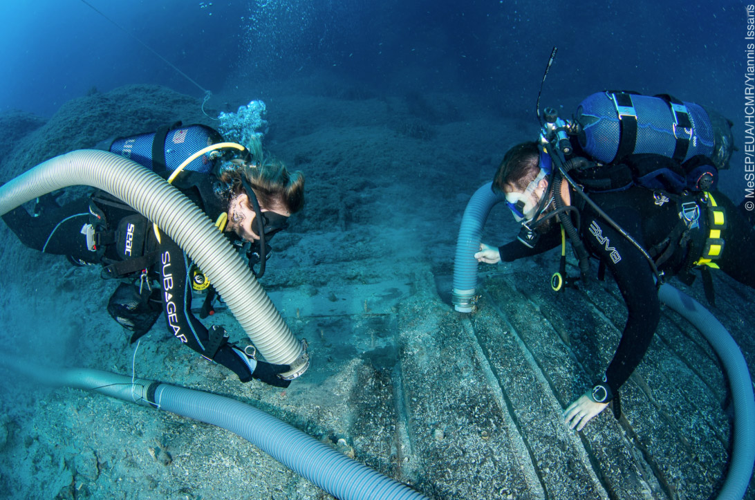 Fig. 2. Cleaning the ship's hull (photo: Y. Issaris)