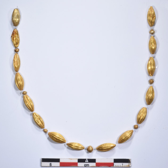 Gold necklace from the cist grave of the Late Minoan II period (©EBSA, M.Anastasiadou)