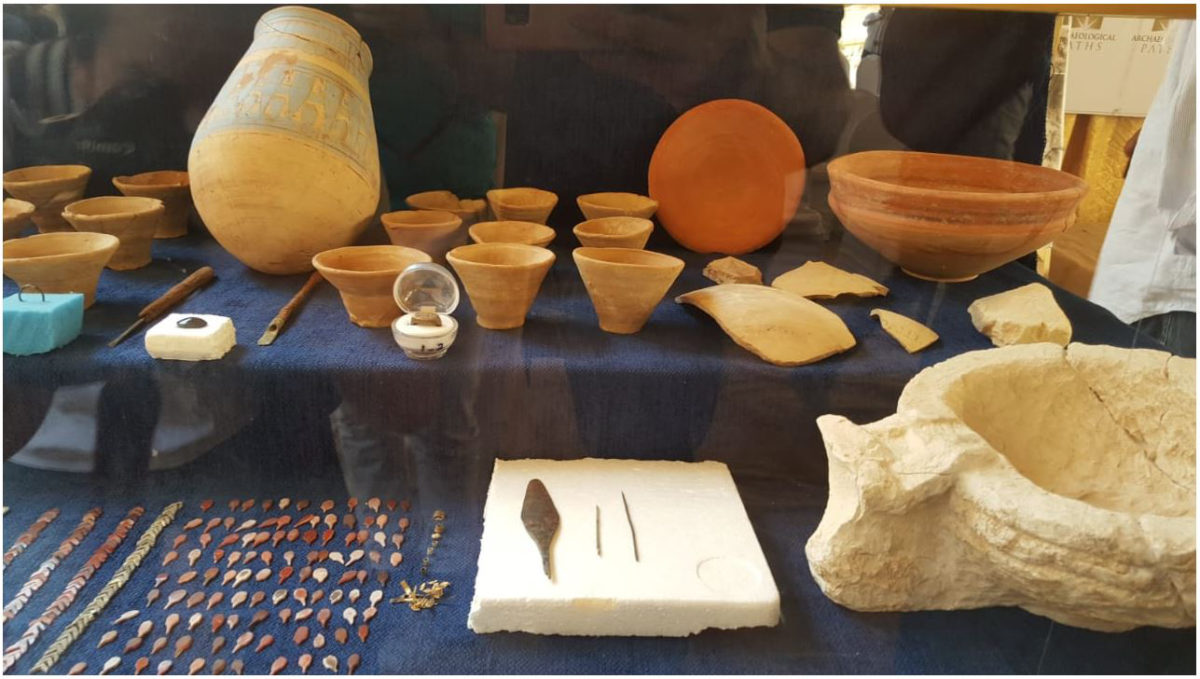 Portable finds including ring, metal objects and pottery vessels.