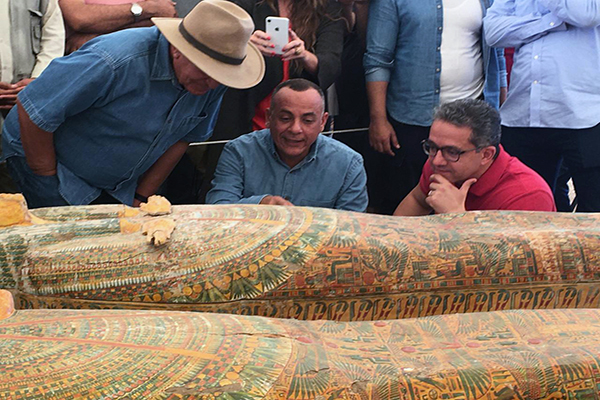 During the conference El-Enany along with renowned Egyptologist Dr. Zahi Hawass and Waziri witness restorers opening two coffins revealing two very well preserved mummies of a man and a woman wrapped in linen.