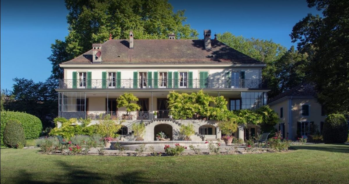 The Fondation Hardt is located located in an elegant 18th c. villa in a park with views of Mont Blanc, and the accommodation has undergone extensive and very successful modernisation.