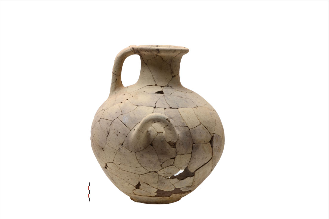 "Undecorated Mycenaean Hydria (LH ΙΙΙΒ) from building complex ""N"" (photo: MOCAS)."