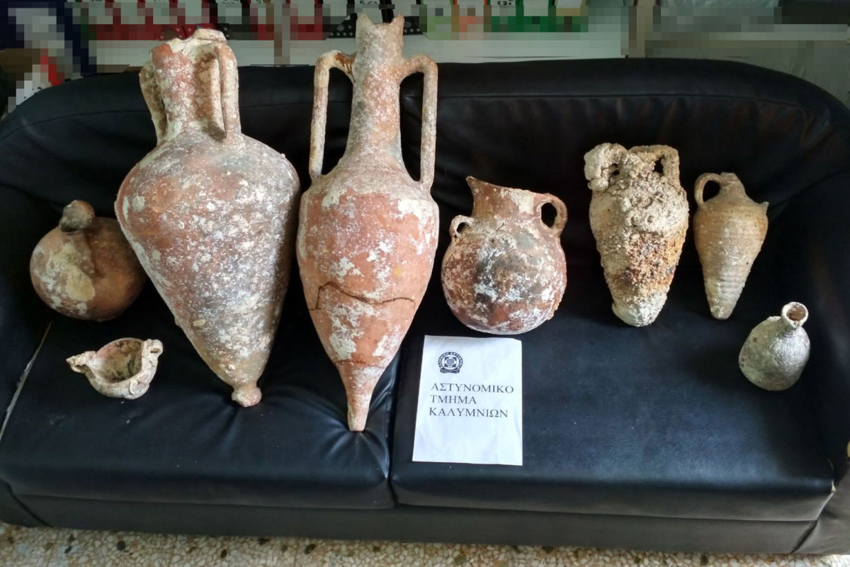 The antiquities in the illegal possession of two individuals on Kalymnos (photo: Hellenic Police)
