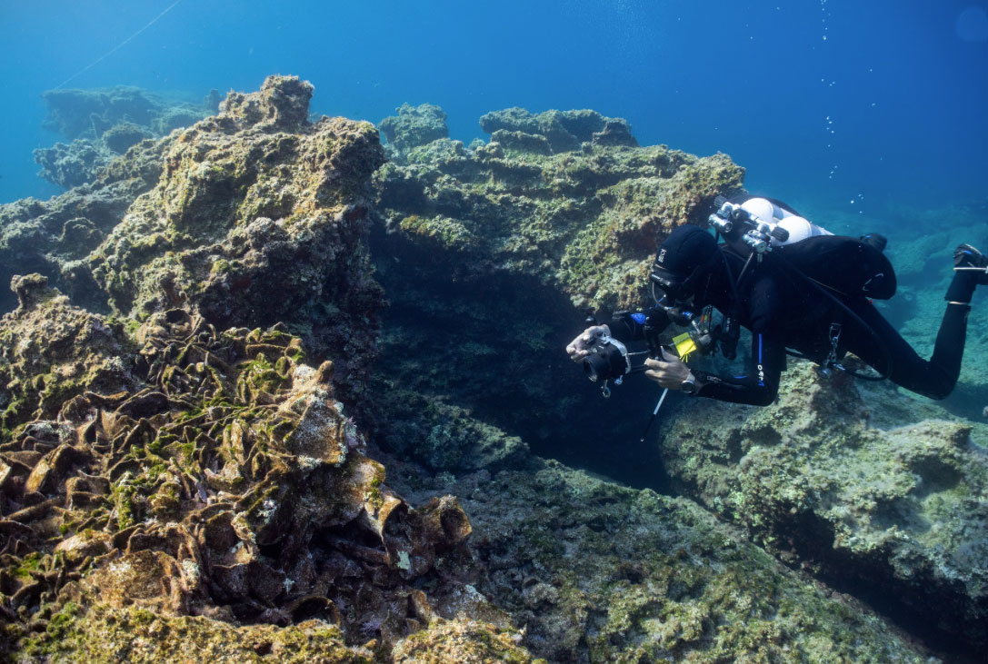 Photographing a shipwreck from the Hellenistic times (photo: C. Hoye).